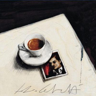 gemaltes Bild mit einer Tasse Kaffee die auf einer Tischecke steht, unter den Teller ist das Foto eines Mannes geklemmt